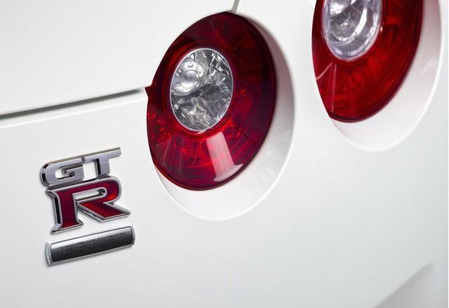 ����� 2012 ����� Nissan 111129143732R4mr.jpg
