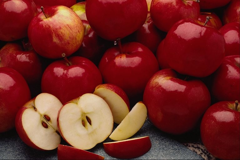 التفاح2013 السرطان2013 والفوائد2013 120927133839pF7z.jpg