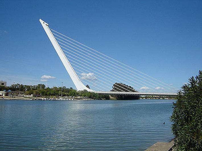 جسور وكباري غريبه 2013 ,, جسور عبقريه 2013 121002115108sB6d.jpg