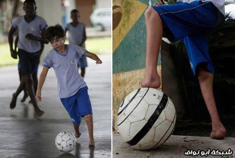 شاب يلعب كرة قدم غريب جدا وهو بدون اقدام 2012 121002120030rqga.jpg