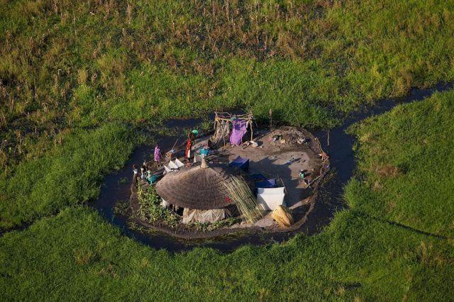 مشاهدة صور غريبة 2012-صور مستنقعات سد في جنوب السودان 2012- 121002120538eD3R.jpg