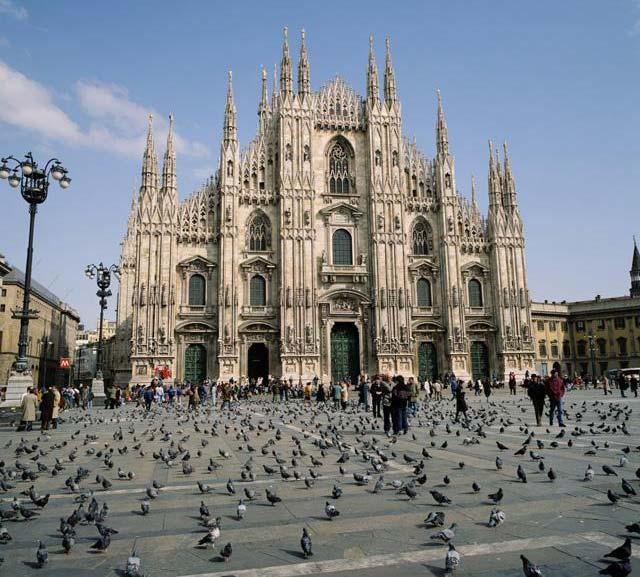 ميلانو (بالإيطالية: Milano) 121104204516Y45s.jpg