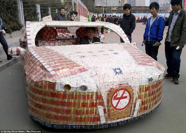 سيارة مصنوعه من علب التبغ ، صور اغرب سياره في العالم 2013 121116231544mD4M.jpg