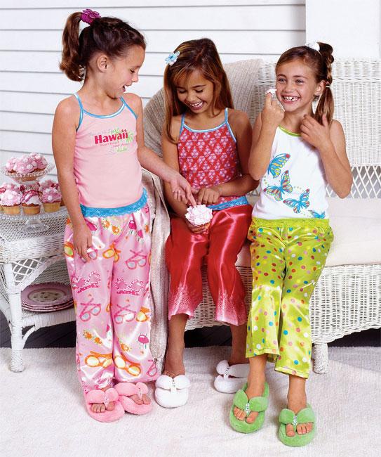 ملابس بيجامات للبنوتات الصغار 2013 121126223105Q7J1.jpg
