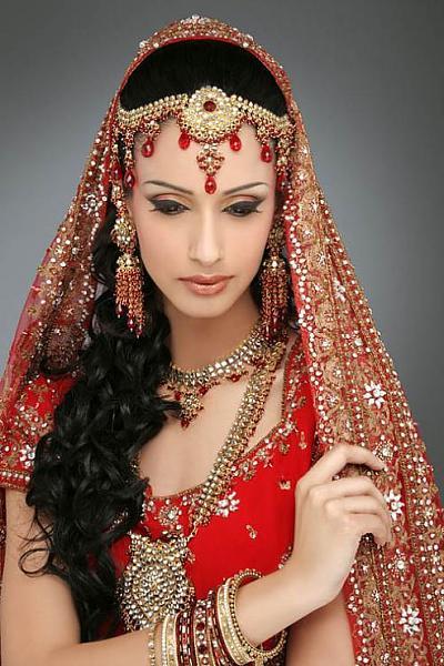 ازياء هندية للعروس 121229185032NKf7.jpg