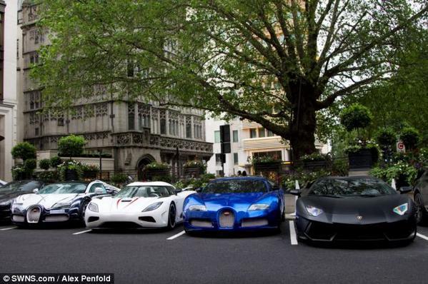 عرض ضخمه تعج بسيارت أثرياء العرب 2013 130102202409qSw4.jpg