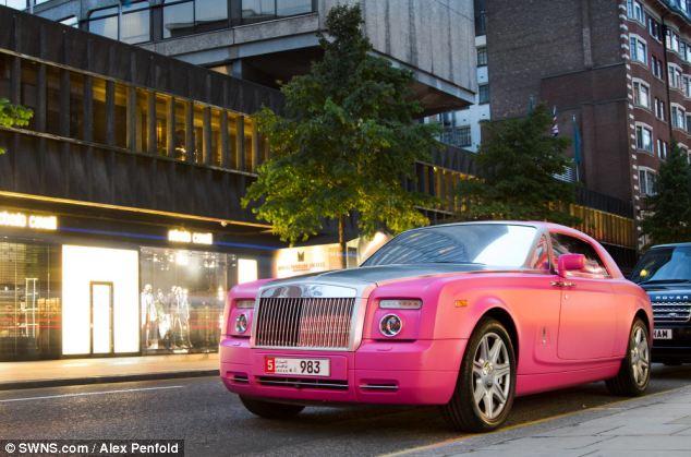 عرض ضخمه تعج بسيارت أثرياء العرب 2013 1301022024103gl4.jpg
