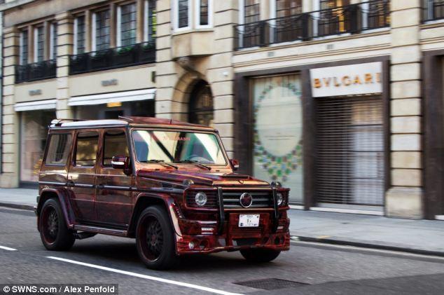 عرض ضخمه تعج بسيارت أثرياء العرب 2013 130102202421qS0Y.jpg