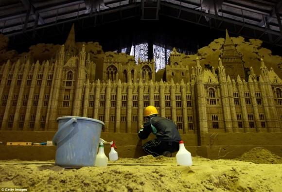 من أغرب متاحف العالم: تاريخ بريطانيا بالرمال ! 130103142207RuDn.jpg