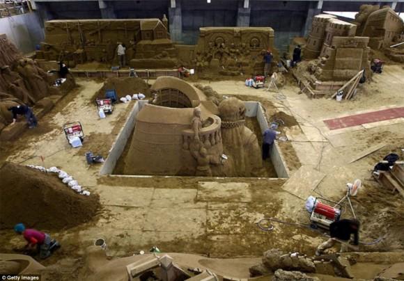 من أغرب متاحف العالم: تاريخ بريطانيا بالرمال ! 1301031422084qLS.jpg