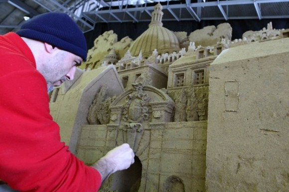 من أغرب متاحف العالم: تاريخ بريطانيا بالرمال ! 130103142211ZVyJ.jpg