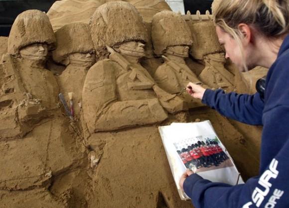 من أغرب متاحف العالم: تاريخ بريطانيا بالرمال ! 130103142212QRKV.jpg