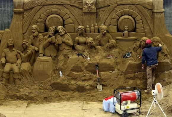 من أغرب متاحف العالم: تاريخ بريطانيا بالرمال ! 1301031422137Mv9.jpg