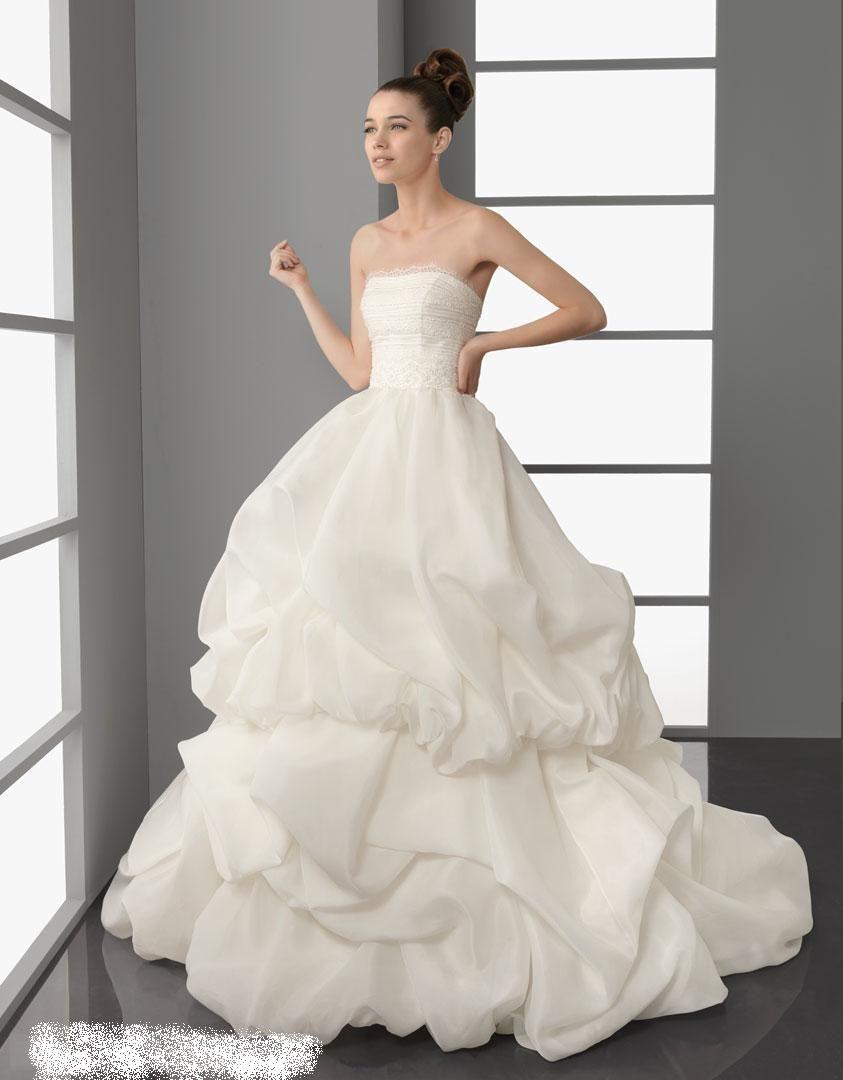 فساتين زفاف منفوشة 2013 130312145136CAHv.jpg