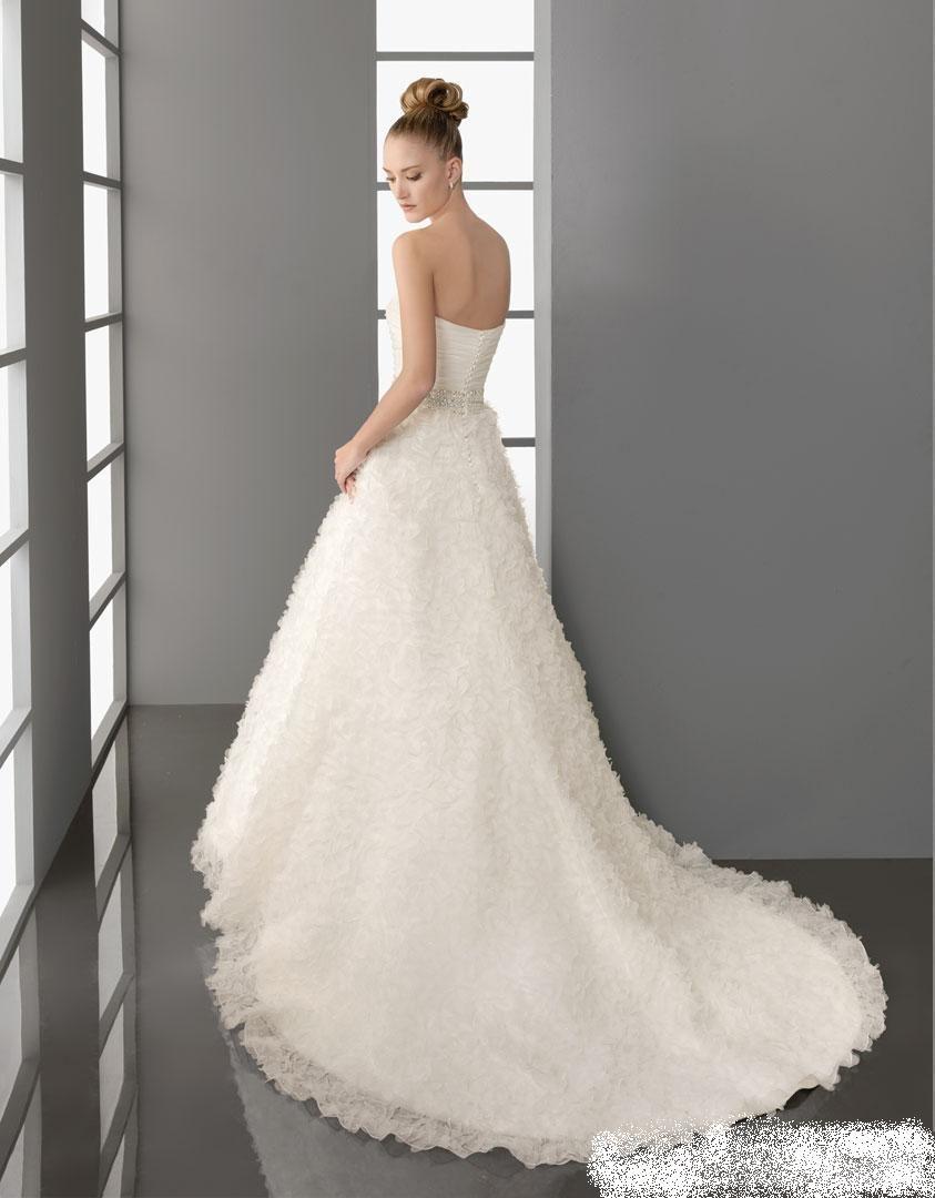 فساتين زفاف منفوشة 2013 130312145136SzuP.jpg