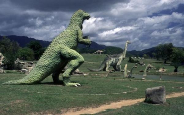 الديناصورات 2013 1304052209594Caf.jpg