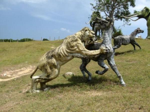 الديناصورات 2013 13040522100048Rf.jpg