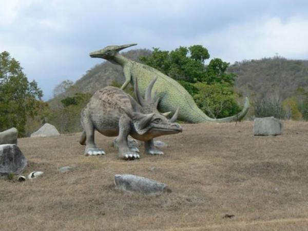 الديناصورات 2013 130405221000yxeu.jpg